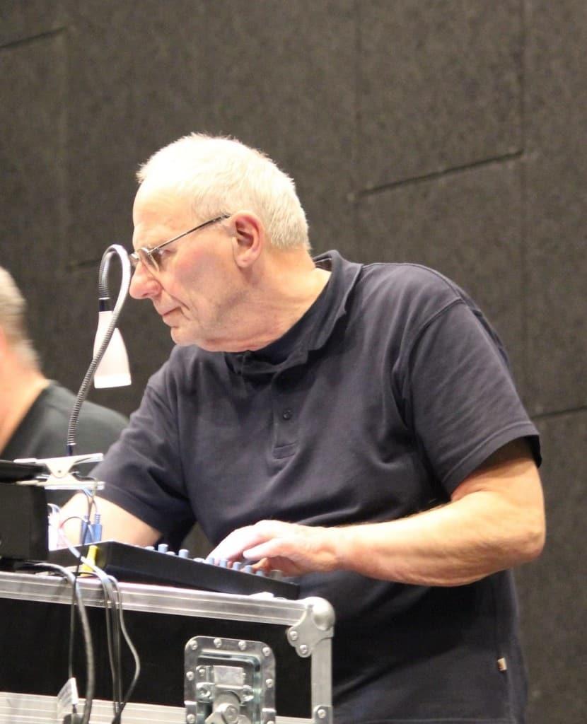 Gerard Roelofs in actie tijdens de laatste voorstelling van Maet hout Staet
